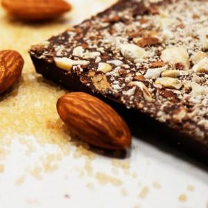 Шоколад Белоусов горький с миндалем — 72% Кот-д'Ивуар